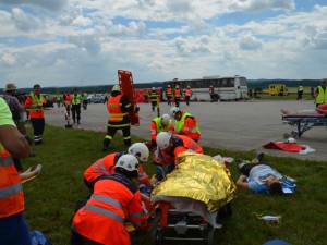 FOTO: Hasiči, policisté a zdravotní záchranáři nacvičovali zásah u nehody autobusu
