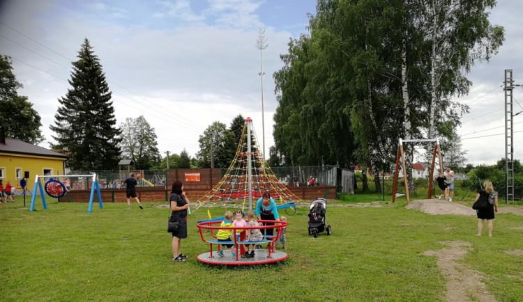 Děti v Petříkově a Branicích dostaly dvě nová hřiště