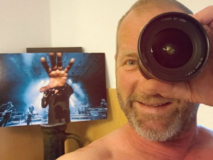 David Koller nechal budějckému fotografovi opravit objektiv, který mu při koncertu rozbil