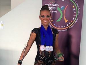 VIDEO: Budějcká twirlerka Veronika Kadlecová slaví úspěch. Z irského Dublinu přivezla zlato