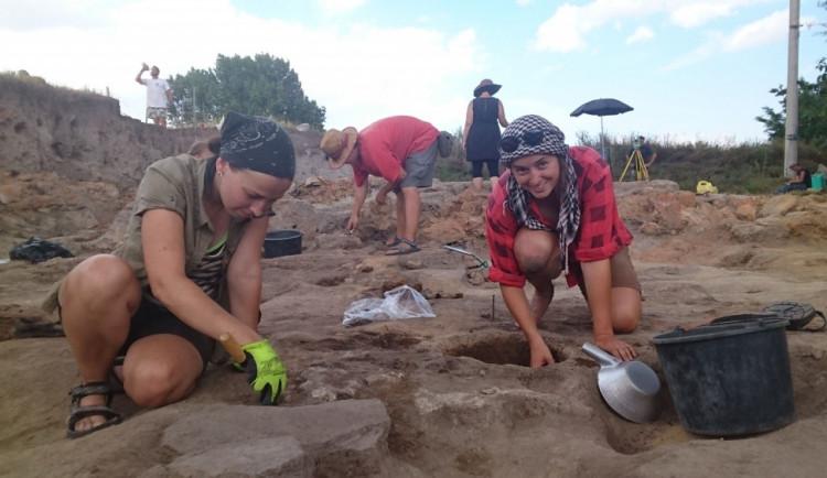 Už potřetí odborníci z Jihočeské univerzity zkoumají v Makedonii naleziště z doby kamenné