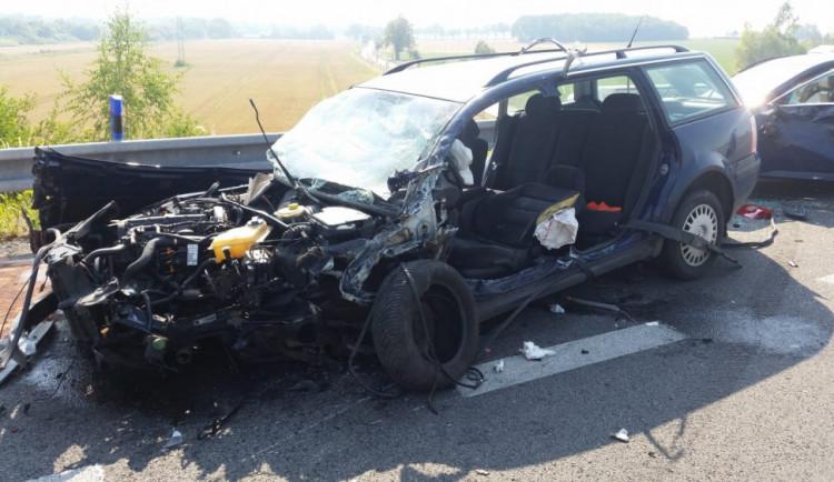 U Vodňan se čelně střetlo auto s dodávkou. Do nich potom naboural další vůz