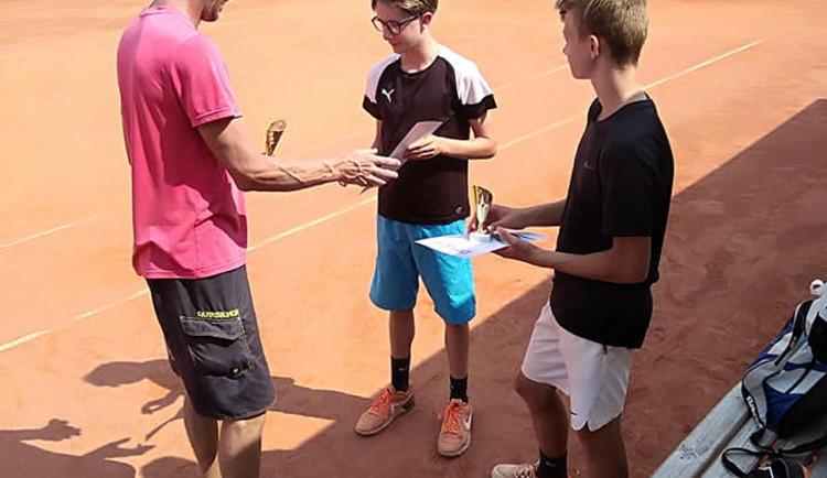 Letní turnajová sezona je v plném proudu a mladí českobudějovičtí tenisté se činí
