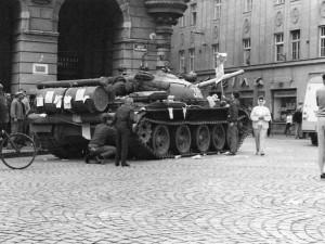Před padesátilety přijela do Budějc sovětská vojska. Někteří odvážlivci na tanky házeli kameny