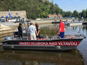 Hlubočtí dobrovolní hasiči dostali nový zásahový člun
