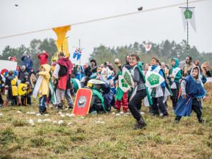 VIDEO/FOTO: Malí rytíři dobývali i bránili hrad u Borovan. Slamburk pak tradičně lehl popelem