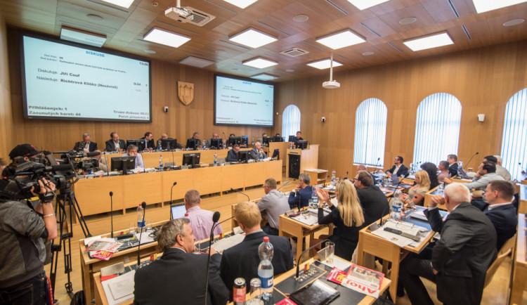 Od ledna se zvýší platy zastupitelů obcí a krajů