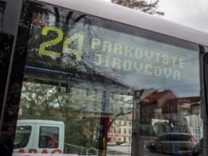 Spor o čtyřiadvacítku nekončí. Porušovala dopravní předpisy, tvrdí lidé