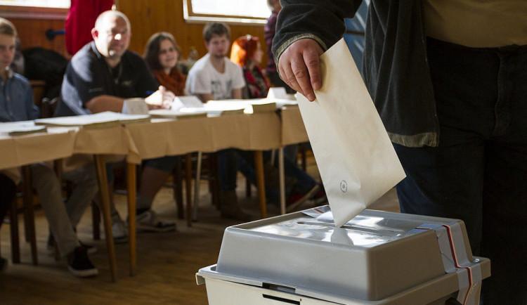 Volební komisaři dostanou přidáno a v budějcké sportovce složí slib. Rozdělí si i funkce