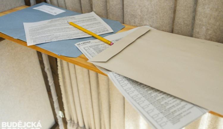 Obálky s hlasovacími lístky by měly být voličům rozeslány nejpozději o druhém říjnovém dni