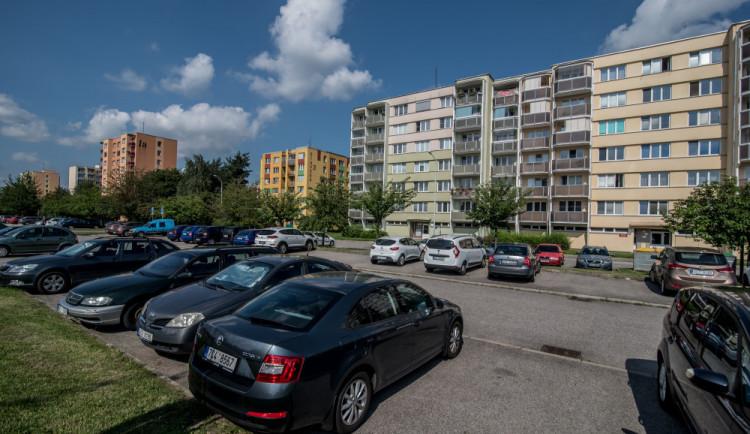 PŘEDVOLEBNÍ KORIDA: Bydlení v Budějcích je stále dražší a nedostupnější. Co na to volební lídři?