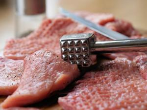 Vepřové maso putující k nám ze zahraničí čekají kontroly a vyšetření