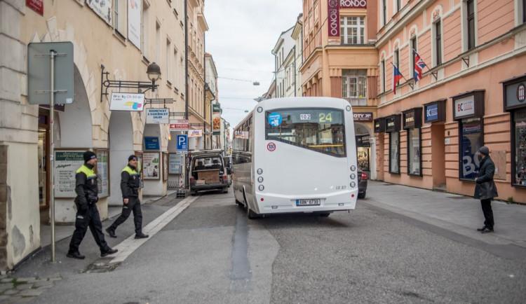 PŘEDVOLEBNÍ KORIDA: Patří městská hromadná doprava do historického centra Budějc? Názory volebních lídrů se liší