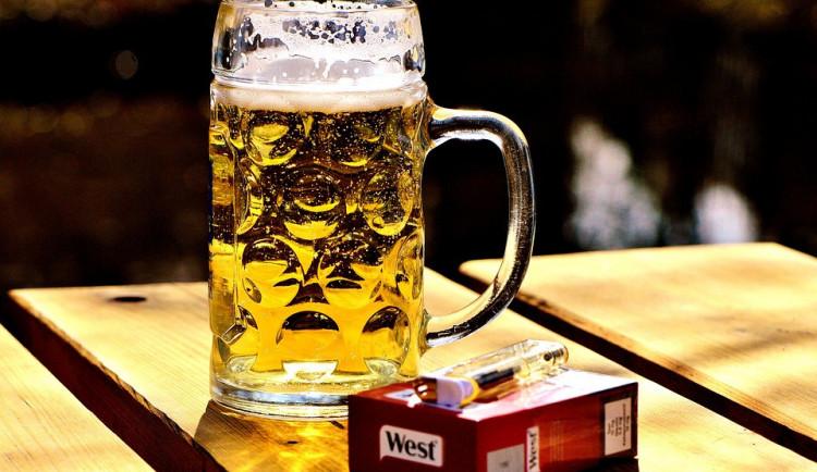 Podle průzkumu třetina Čechů kouří a tři čtvrtiny pijí alkohol. Víc jak polovina ale pravidelně sportuje