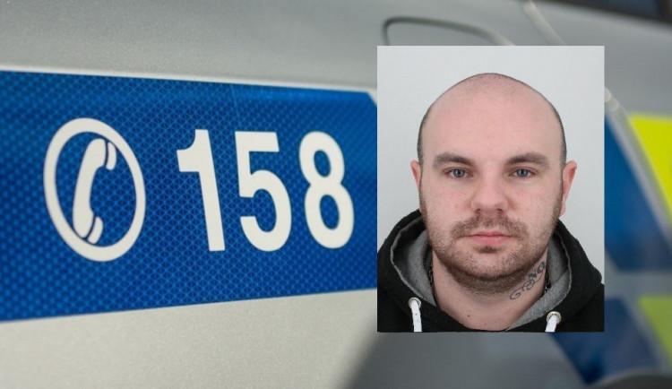 Strakoničtí kriminalisté žádají o pomoc při pátrání po podvodníkovi, který připravil lidi už o téměř tři miliony korun