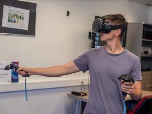 Virtuální realita jako pomocník manažerů i léčba strachu z pavouků nebo výšek. Unikátní Virtual Lab najdete v tuzemsku jen na jednom místě