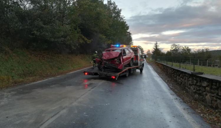 Při nehodě dvou aut na Prachaticku zemřel jeden z řidičů