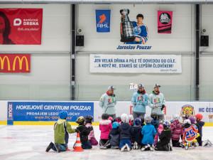 VIDEO: Ze začátečníků udělají budoucí hvězdy. V Hokejovém centru Pouzar rozjeli projekt Děti do bruslí