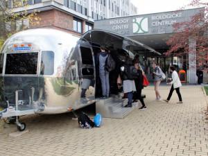 Budějčtí biologové představí svůj stylový karavan, používají ho jako interaktivní showroom