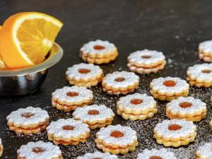 ANKETA: Nejoblíbenějším cukrovím Čechů je linecké a vanilkové rohlíčky