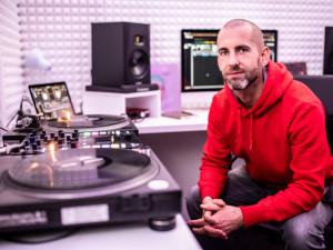 (NE)OBYČEJNÍ: Lidi zapomenou, co jsi udělal nebo řekl, ale budou si pamatovat, jak se u toho cítili, říká DJ Ramel