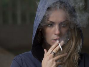 Kouříme méně, nemocných ubývá, tvrdí odborníci