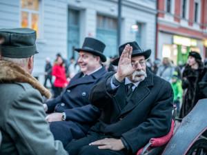 FOTO/ VIDEO: Lidé přivítali na nádraží prezidenta Masaryka. Ne všichni ho ale viděli