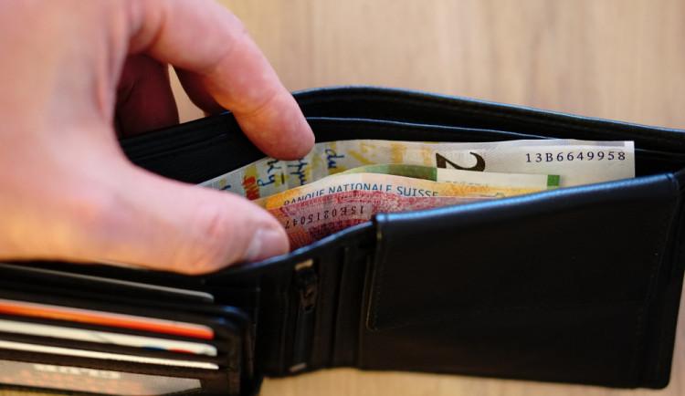 Ztráta peněženky v zahraničí? S hledáním začněte na českých úřadech