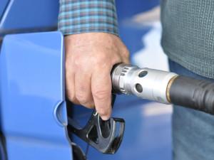 Ceny pohonných hmot znovu výrazně klesly. Na jihu Čech natankují řidiči nejlevněji naftu