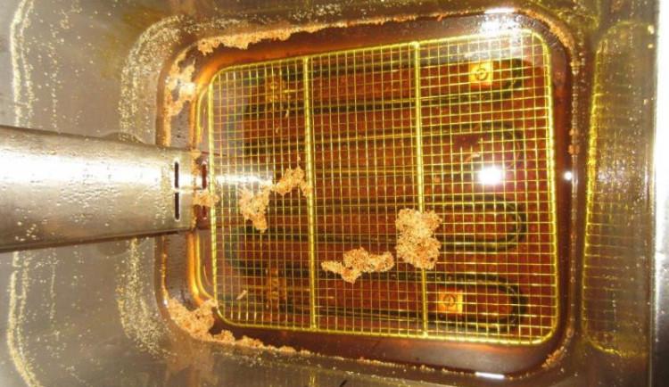 Testem fritovacích olejů neprošla každá čtvrtá restaurace. V Budějcích inspektory nepotěšila Jiskra