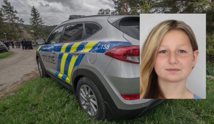 Policisté pátrají po čtrnáctileté dívce