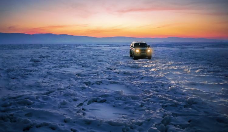 Zamrzlé Lipno láká řidiče, těm hrozí až půlmilionová pokuta
