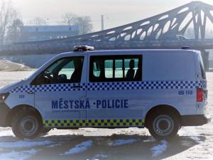 Českobudějovičtí strážníci mají nové auto, použijí ho při odchytu zvířat a opilců