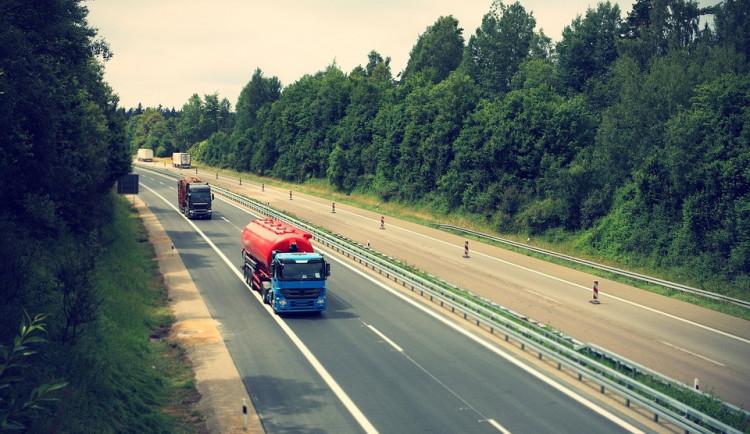 Smlouvu na stavbu dálnice D3 od Hodějovic k Třebonínu mají Italové