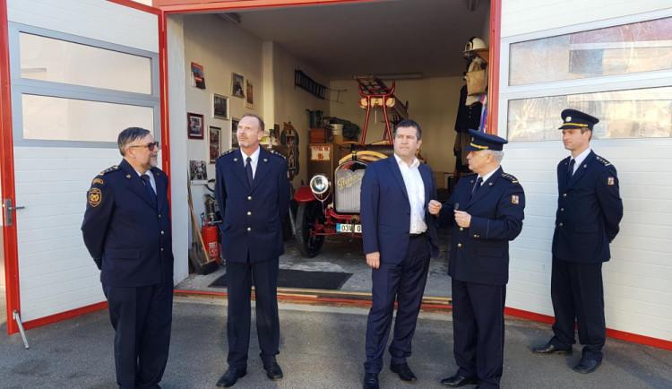 Ministr vnitra navštívil českobudějovické hasiče, společně projednávali modernizaci jejich zázemí