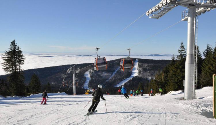 Teploty připomínající jaro stále přejí lyžařům