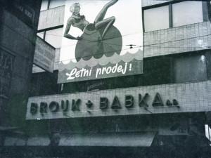 České Budějovice objektivem Milana Bindera a perem Martina Maršíka: Krása starých sloganů a reklam