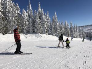 Počasí stále přeje lyžařům i běžkařům
