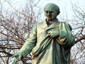 DRBNA HISTORIČKA: O pomníku Adalberta Lanny všichni ví, málokdo se na něj ale podívá