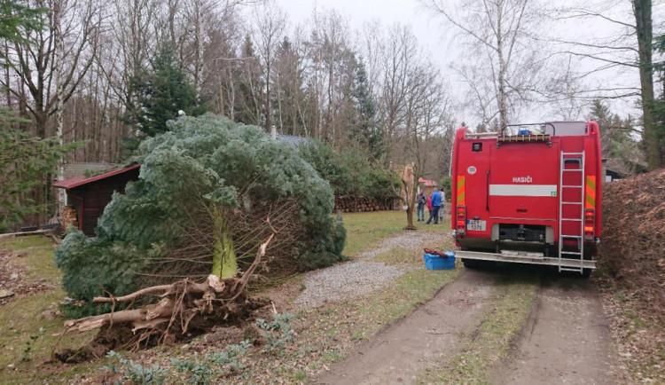 Na jihu Čech zůstává stále pět tisíc domácností bez elektřiny