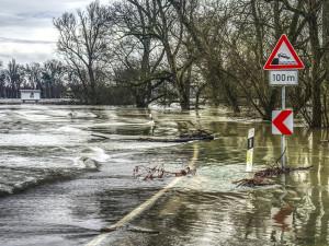 Vltava v Krumlově dosáhla druhého povodňového stupně. Prachatice hlásí pohotovost
