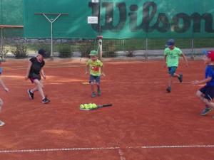 Přivítejte s dětmi jaro tenisem