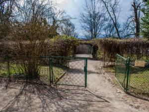 Dolní zahrada na Hluboké zůstane zavřená. Zvažuje se uzavření i zahrady před zámkem