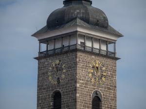 V neděli budeme spát o hodinu méně. Na Černé věži musí ručně přetočit čas věžní Jan Vančura