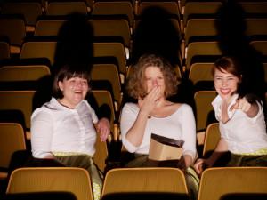 Tři studentky si v Ševětíně dělají radost provozem kina, což dělá radost i ostatním