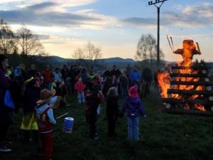 Letošní pálení čarodějnic je možná ohroženo. Mohl by pomoci slibovaný déšť na konci týdne
