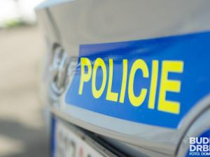 Kriminalisté obvinili dva mladé muže z loupežného přepadení u Kamenného Újezdu