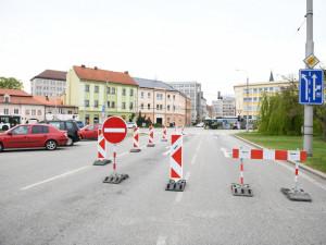 S uzavřenou Mánesovkou přišly úpravy na devíti křižovatkách