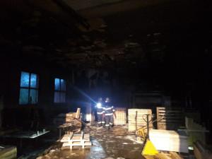 V Rodvínově hořela paletárna, škoda je šest set tisíc korun