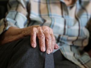 Zhruba 190 tisíc seniorů v Česku nemá starobní penzi ani 10 tisíc korun